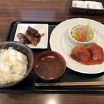 洋食や シェ・ノブ - カニクリームコロッケ900円+チキン照り焼き200円