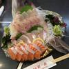 Yusaryoumaruto - 料理写真:真鯛刺身におまけサーモン