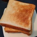96719151 - 角食パン4枚切りでトースト