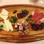 ビストロ オザミ - シャルキュトリ&チーズ盛り合わせ