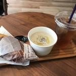 純喫茶PEARL - ホットドッグとクラムチャウダーとアイスウーロン茶のセット
