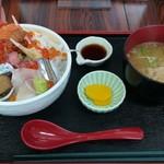 徳田屋食堂 - 料理写真:特盛ごうか海鮮丼(1300円)