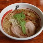 塩元帥 - 天然塩ラーメン(700円、斜め上から)