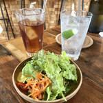 Tonerico - ランチのサラダとドリンク