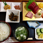 銀泉 - 料理写真:「刺身盛り込み定食」1550円