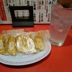 中華そば ふじい - 餃子280円とレモンチューハイ300円