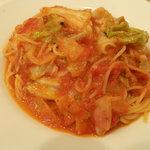 オステリア ジラソーレ - ハーブポークとキャベツの辛口トマトスパゲティ