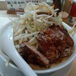 96732487 - しなり丸 豚唐揚げ盛りらーめん(白味噌・大盛)野菜盛りトッピング