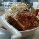 96732490 - しなり丸 豚唐揚げ盛りらーめん(白味噌・大盛)野菜盛りトッピング
