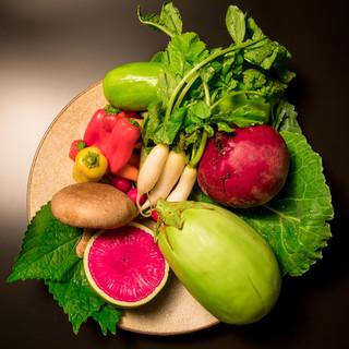 「土壌を食べる」をテーマに全国各地より選び抜かれた有機野菜