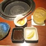 蕃 YORONIKU - 最初は小さい器にあんかけ豆腐みたいなのが出てきて、美味しかったです。  あらごし梅酒も美味しい♪