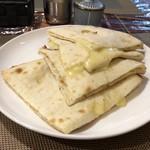 ナマステネパール - チーズナン