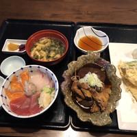 築地魚河岸 海鮮-海鮮三色丼、あら炊き、穴子天ぷら、キス天ぷら