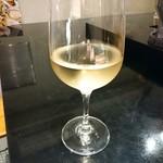 鶏そば・ラーメン Tonari - グラス白ワイン