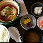 峠の茶屋 蔵 - 豚角チリソース煮定食  1080円