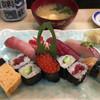 君寿司 - 料理写真:飾り切りされた笹の緑と、イクラの赤がとても綺麗です