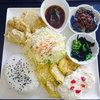 砂川サービスエリア 上り線 - 料理写真:道産チキンのダブルソースとえぞ鹿挽肉のプレート950円税込