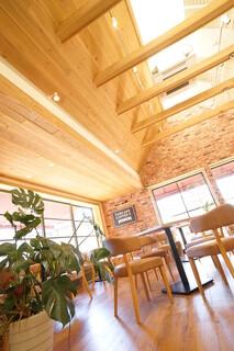 RICH - 天井が高く開放的な空間