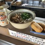 96761194 - 主食のビールw(250円)と かしわうどん いなり