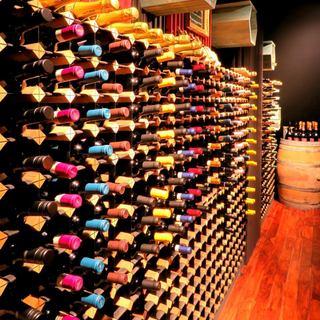 1,000本ものワインがお出迎え◇通を魅了する珠玉のワイン◇