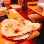 インド定食 ターリー屋 - ターリー屋定食 ナンがなんて大きいんだ(O_O)