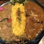 Satya - グリーンカレーと牛すじキノコカレー