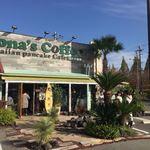 コナズ珈琲 - ハワイの雰囲気が満載です。入り口は順番待ちの人でいっぱいです。