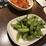 居酒屋 大漁 - キムチ、枝豆