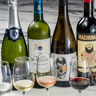 ソムリエがお客様の好みに合ったワインをご提案します。