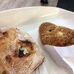 Donku - カレーパンと、ドライトマトとチーズのパン…