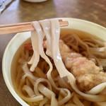 ドライブイン七輿 - 天ぷらうどん  麺リフト