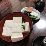 96796614 - 湯豆腐用の豆腐(もちろん冷奴でも食べれる)