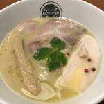 96796757 - 鶏白湯らぁ麺(斜め上から)