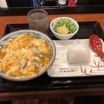 丸亀製麺 - 牡蠣たっぷり玉子あんかけうどん並670円&塩おむすび90円