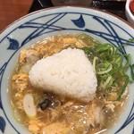 丸亀製麺 - 牡蠣たっぷり玉子あんかけうどんにおむすび入れた