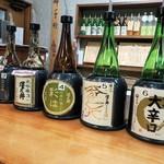 澤乃井 きき酒処 - お酒がズラリ
