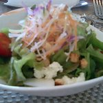 968004 - サラダのドレッシングと野菜が本当においしい。