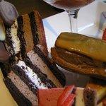 シェ・シバタ - チョコのスポンジに。ショコラクリーム・バナナクリーム