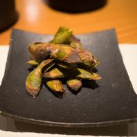 こふく-お通し 焼き枝豆