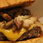 EIGHT BURGER's TOKYO - スモーキーベーコン&マッシュルームチーズバーガー