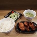 餃子と唐揚げの美味しいお店 肉玉屋 - ワンコインランチの唐揚げ定食!