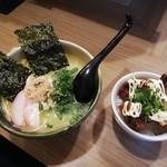 餃子と唐揚げの美味しいお店 肉玉屋 - 贅沢、鳥塩中華そば+唐揚げ丼(小)