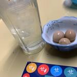 立ち飲み居酒屋 ドラム缶 - ポン酢サワーとうずらの煮卵とせんべろシール