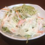 餃子の若竹 - 料理写真:サービス品のサラダ。ゴマドレ旨い。