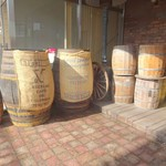 キヘイカフェ - コーヒー豆屋さんっぽい樽と麻袋