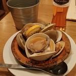 YONA YONA BEER WORKS - ほんびのす貝のビール蒸し