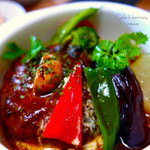 Cafe Harmony - 料理写真:「手ごね煮込みハンバーグ 地元産温野菜添え (サラダ・自家製パン付き)」  人気のランチ 煮込みハンバーグは 粗挽きの挽肉を使用し1つずつ丁寧に手ごね。