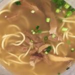 やいま村 - 八重山そば (´∀`)/ 石垣空港にて 中に麺隠れてる スープいっぱいでそこはイイ