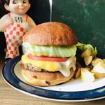 96822206 - 野菜もシャキシャキで、チーズトローリで肉肉しいハンバーガー❤️