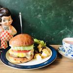 96822207 - ハンバーガーと紅茶という、組み合わせ(^ω^)